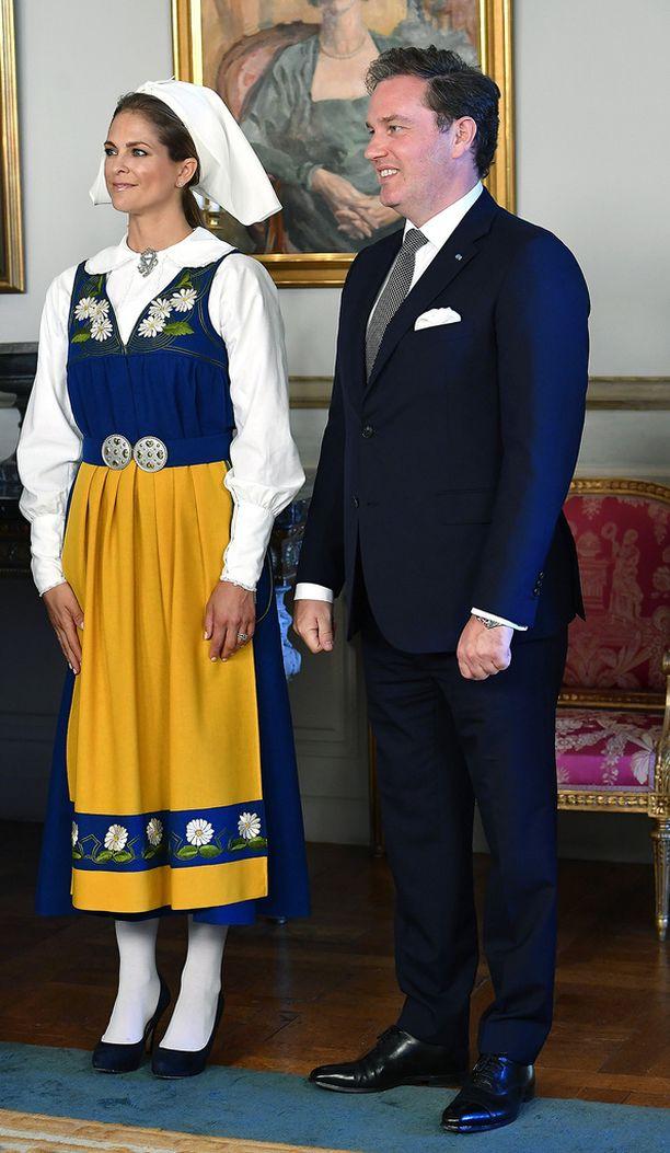 Tiistaina Madeleine ja Chris edustivat Ruotsin kansallispäivän juhlallisuuksissa onnellisen oloisina.