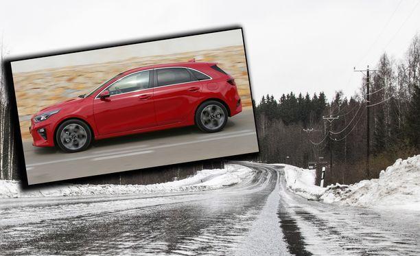 Epäilty pakeni vuonna 2016 käyttöön otetulla punaisella Kia Ceedillä. Kuvituskuvassa vuoden 2018 malli.