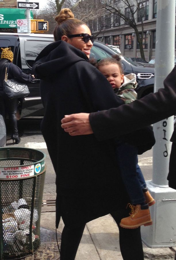 Beyoncé pitää tyttärestään hyvää huolta.