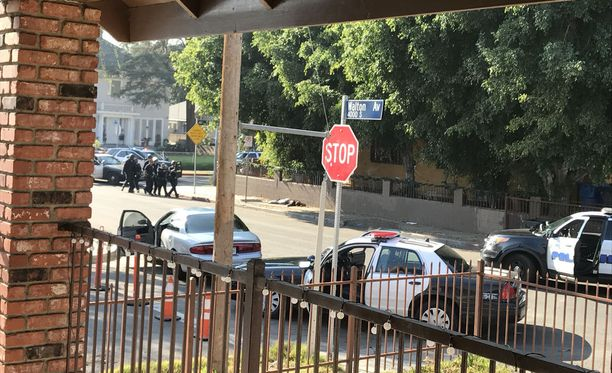 Juulia Klemola kuvasi, kun poliisi ampui miestä hänen kotikadullaan Los Angelesissa.