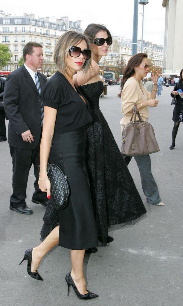 Victoria Beckhamin ajattoman trendikäs polkkatukka vuonna 2006.