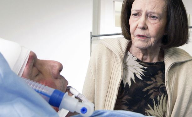 RANKKA TAISTELU Pahasti loukkaantuneen Pertti Mäkimaan dramaattinen kohtalo selviää perjantain jaksossa.