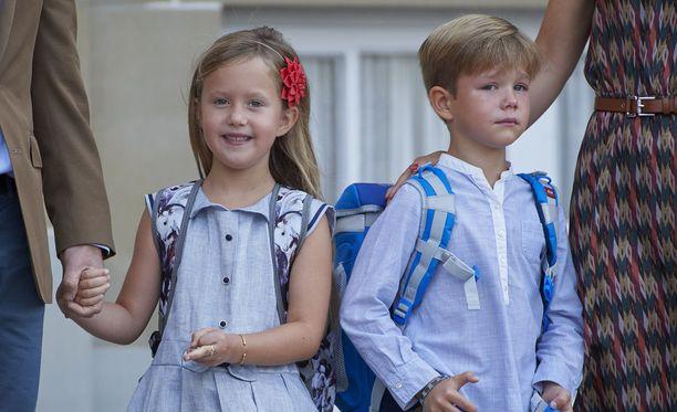 Totisella prinssi Vincentillä näytti olevan vähän perhosia vatsassa ensimmäisenä koulupäivänä.