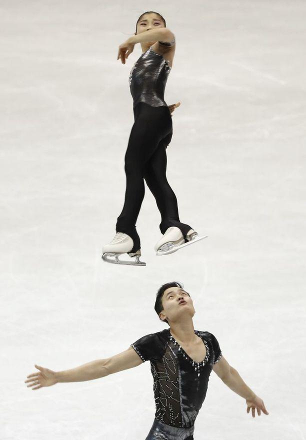 Pohjoiskorealaisia seurataan herkeämättä kilpailuissa.
