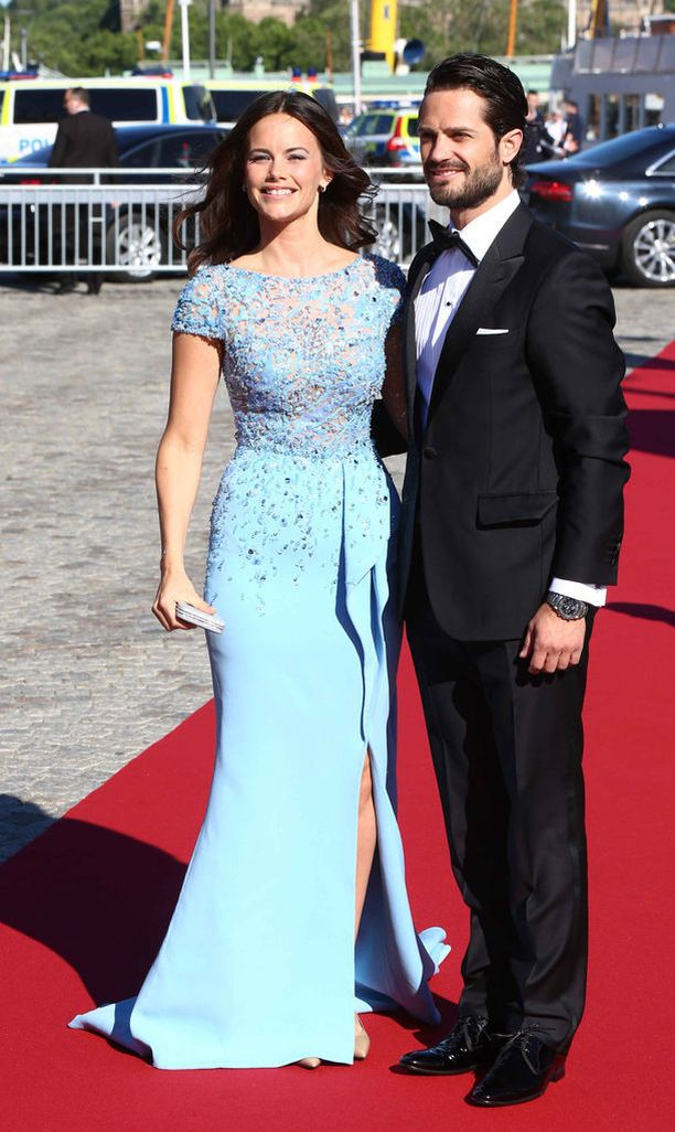 Sofia Hellqvist prinssi Carl Philipin rinnalla.