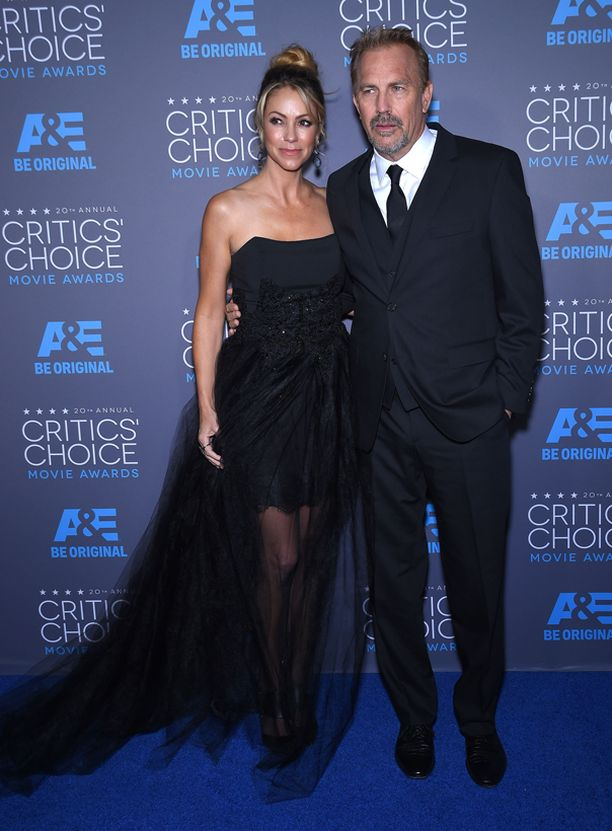 Costner vaimonsa Christine Baumgartnerin kanssa vuonna 2015.