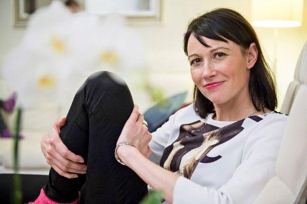 Kirsi Mattila työskentelee asiakaspalvelujohtajana finanssialalla. - Oma asenne ratkaisee vaativan työn ja perhe-elämän yhdistämisessä. Nipottaja ei siinä onnistu.