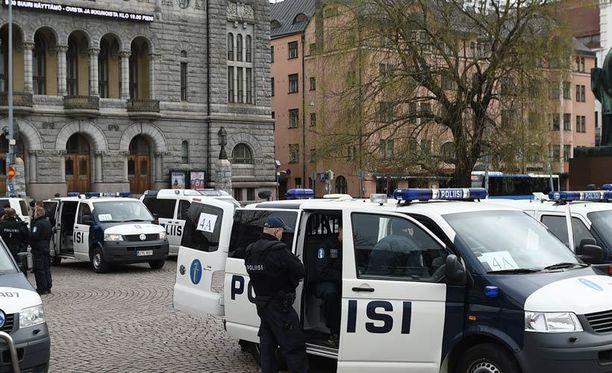 Helsingin poliisin hakuun tulee puolenkymmentä pomopaikkaa.