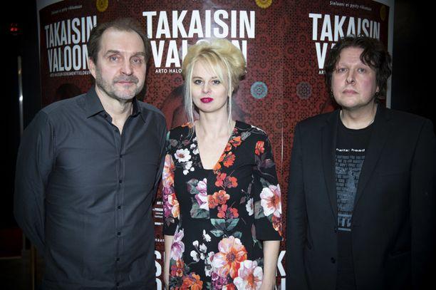 Arto Halonen, Marissa Jaakola ja Ari Väntänen Takaisin valoon -dokumenttielokuvan ja -kirjan pressitilaisuudessa Helsingissä 17.10.
