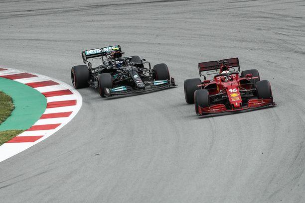 Leclerc ajoi Bottaksen edellä kisan alkuvaiheessa.