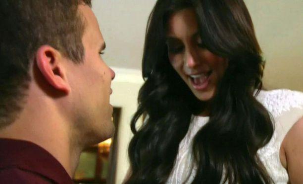 Kim kertoo yllätyneensä kosinnasta täysin.