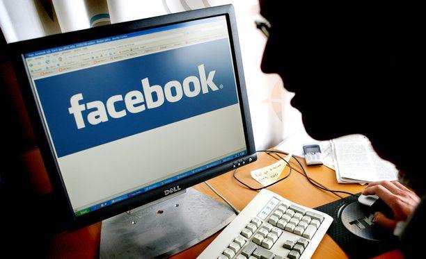 Murhasta epäillyn Facebook-sivulle alkoi tulvia vihamielisiä viestejä. Kuvituskuva.