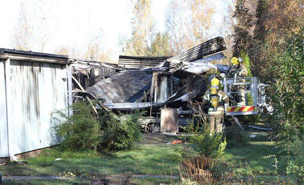 Neljän asuinhuoneiston rivitalo tuhoutui palossa kokonaan.