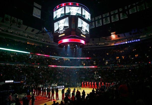 Chicago Bullsin pelissä muistettiin myös Mandelaa.