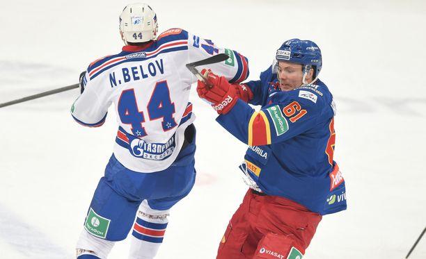 SKA ja Jokerit lukeutuvat KHL:n parhaimpiin. Kuvassa Nikolai Belov ja Tommi Huhtala.