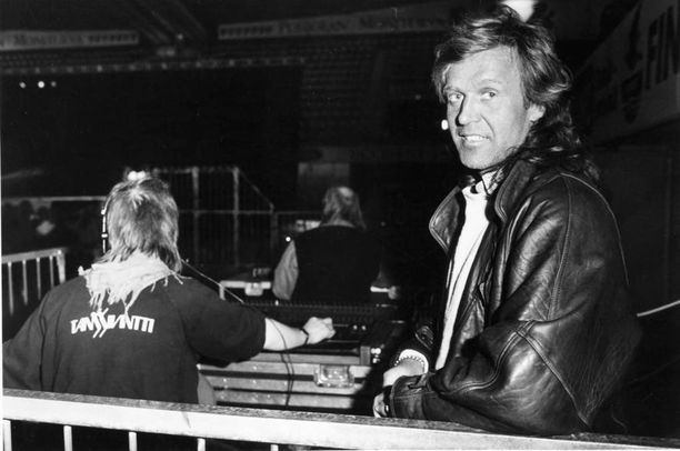 Peltomäki kiinnostui valotaiteesta jo miesmalliaikanaan ja teki viiden kuukauden opintomatkan Yhdysvaltoihin. Kuva vuodelta 1987.