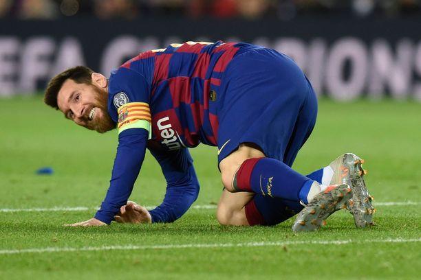 Lionel Messi ei saanut palloa Slavia-maaliin edes avopaikasta.