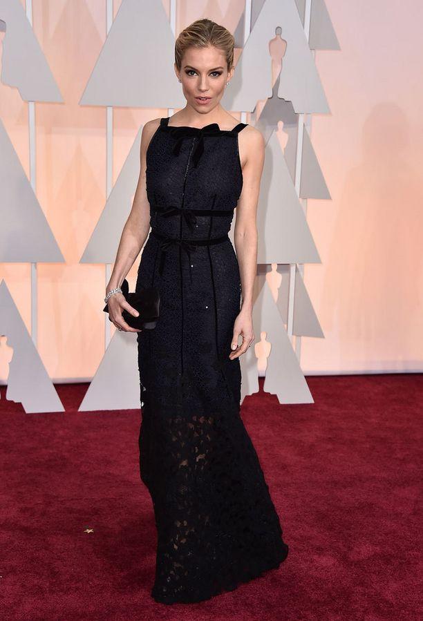 Näyttelijä Sienna Miller.