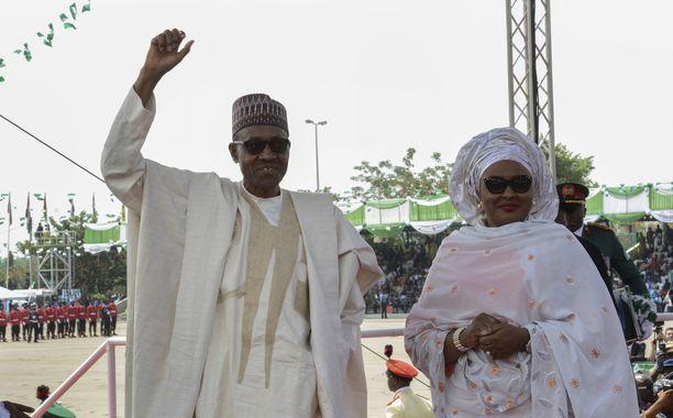 Nigerian presidentti Muhammadu Buhari ja hänen aito vaimonsa Aisha Buhari presidentin virkaanastujaisissa vuonna 2015.
