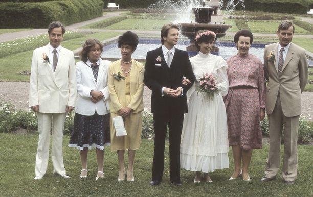 Assi Koiviston ja Jari Komulaisen häitä vietettiin Kultarannassa 19.6.1982.