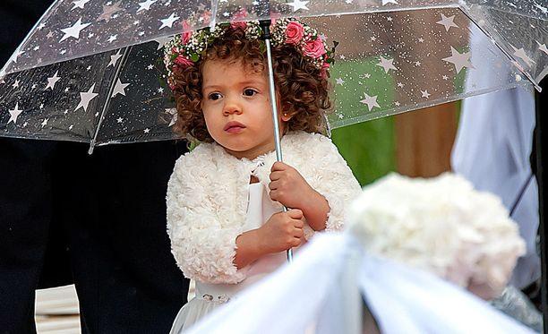 Maria-tyttö täyttää marraskuussa kaksi vuotta. Hän oli vanhempiensa häissä morsiusneitona.
