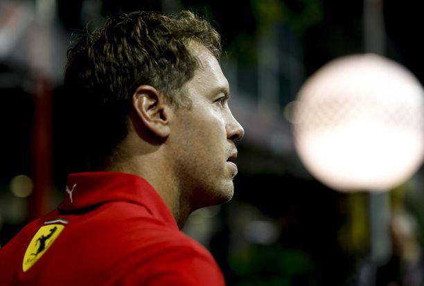 Sebastian Vettel tavoittelee Singaporessa kauden ensimmäistä voittoaan.