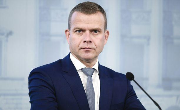 Valtiovarainministeri Petteri Orpon mukaan päätös perussuomalaisten erottamisesta hallituksesta tehtiin ilman tarkkaa tietoa hallitukseen jääneen loikkariryryhmän koosta.