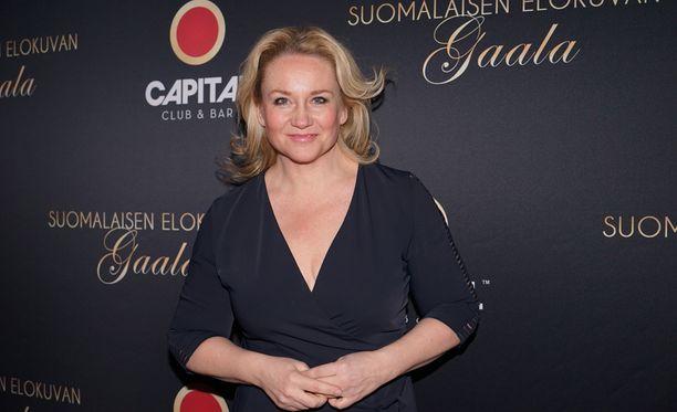 Maria Sid edusti Markus Selinin Jussi-gaalan varjobileissä.