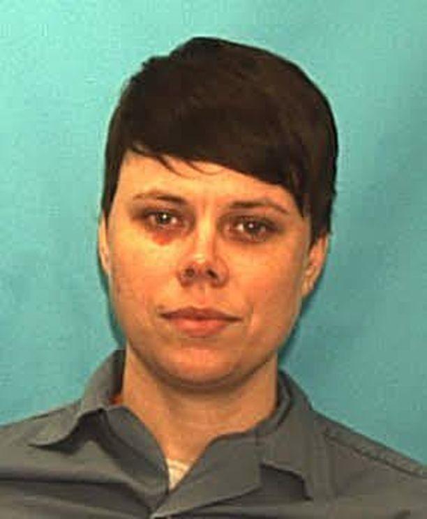 Tiffany Cole odottaa teloitustaan, koska osallistui tuomion mukaan kahden ihmisen elävältä hautaamiseen.