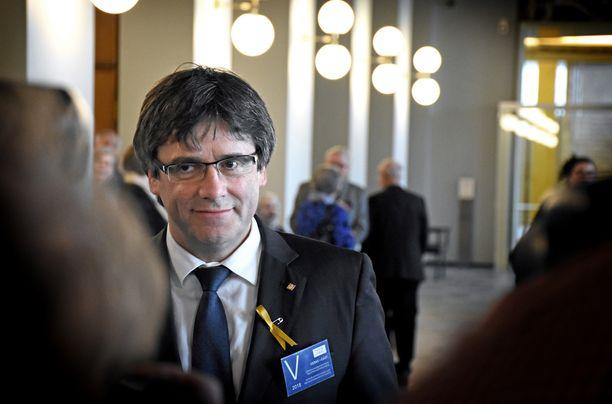 Katalonian entinen aluejohtaja Carles Puigdemont vieraili torstaina eduskunnassa, jossa hän tapasi eri puolueiden kansanedustajia.