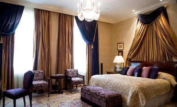 Kämp kuuluu Helsingin kalleimpiin hotelleihin, mutta silläkin on hotelliyötarjouksia.