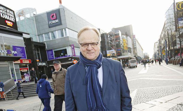 SDP:n kansanedustaja Lauri Ihalainen moitti hallitusta kolmikannan ohittamisesta.