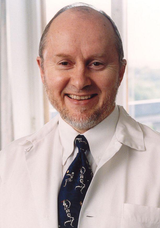Sakari Orava on arvostettu urheilukirurgi.