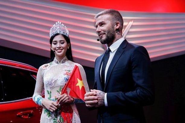 Takavuosien jalkapallokuningas David Beckham  ja Miss Vietnam 2018, Trần Tiểu Vy, osallistuivat uuden automerkin esittelyyn Pariisissa.