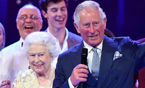 Kuningattaren voinnissa ei näy olevan mitään vikaa.