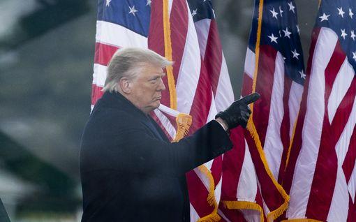"""""""Trump ei ole henkisesti kunnossa"""" – USA:ssa vaaditaan presidentin syrjäyttämistä: näin välitön viraltapano käytännössä tapahtuisi"""