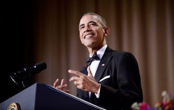 Presidentti Barack Obama hauskuutti gaalavieraita tunnetusti pistämättömillä puhelahjoillaan.