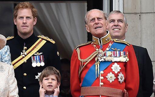 Unohtiko prinssi Harry pappansa, prinssi Philipin 99-vuotispäivät? Koko muu suku onnitteli heti julkisesti