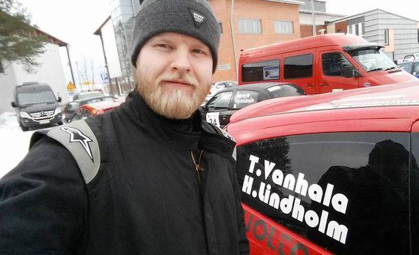 Hans Lindholm (kuvassa) tutustui Janne Niskaan 16-vuotiaana.