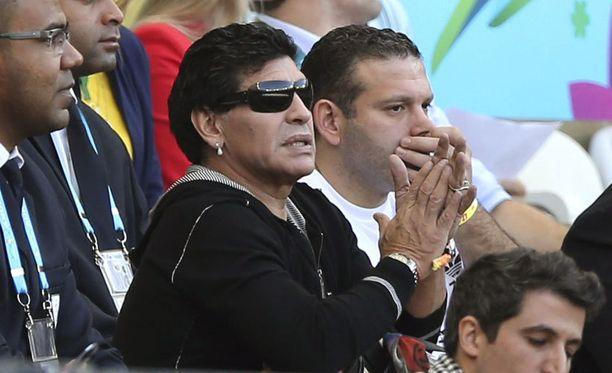 Diego Maradona sai jännittää loppuun asti seuratessaan Argentiinan nihkeää voittoa Iranista.