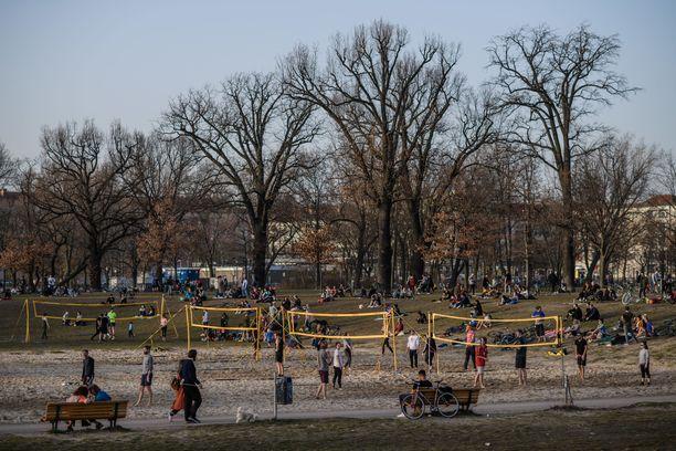 Keväisessä Berliinissä tiukkoja rajoituksia aletaan höllentää.