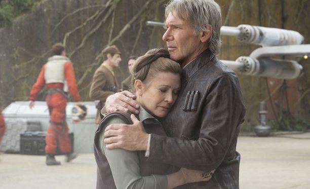 Carrie Fisher Prinsessa Leiana ja Harrison Ford Han Solona Star Wars: The Force Awakens -elokuvassa.