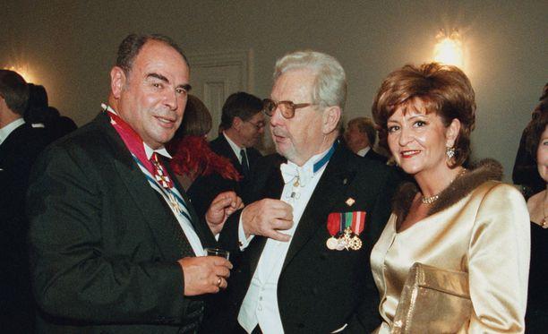 Pöysti Linnan juhlissa vuonna 1999 Eri Klasin ja Arielin kanssa.