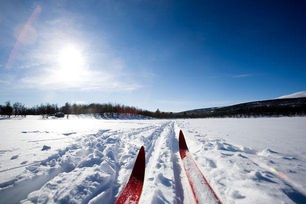 Lumelle ei tarvitse vielä heittää hyvästejä, vaan sitä on luvassa lisää eri puolille Suomea. Kuvituskuva.