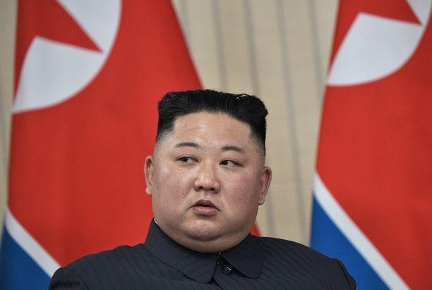 Kim Jong-un on kateissa. Diktaattori kuvattuna noin vuosi sitten vierailullaan Venäjällä.