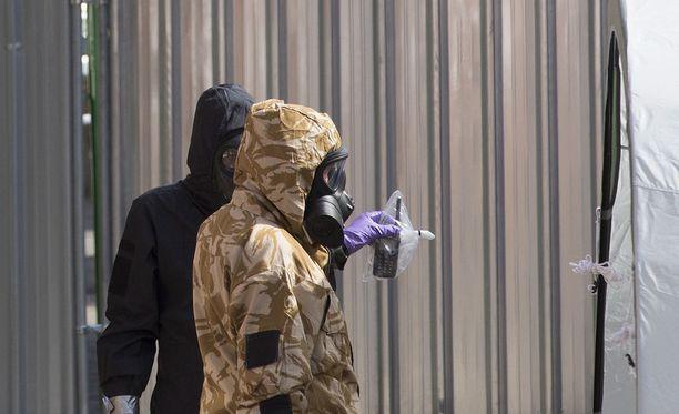 Salisburyn ja Amesburyn myrkytysten tutkinta jatkuu. Tapaukset ovat hiertäneet Britannian ja Venäjän välejä.