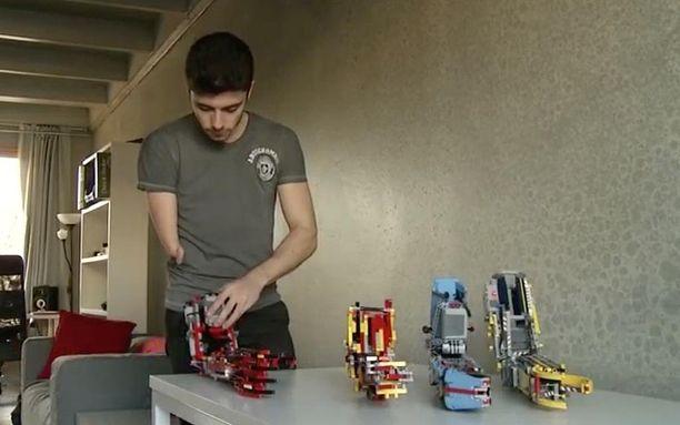 David Aguilar on valmistanut jo neljä versiota nykyisestä proteesista.