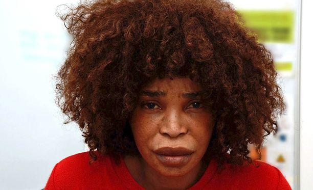 Berlinah Wallace heitti happoa miehensä päälle, koska tämä oli aloittanut suhteen toisen naisen kanssa.