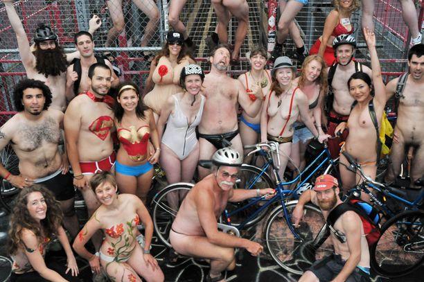 Newyorkilaispyörääjät poseerasivat mielellään kuvaajalle.
