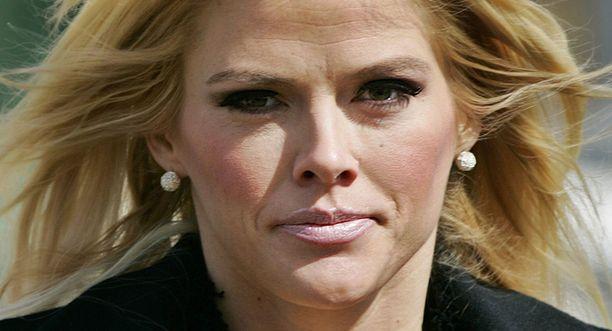 Playboy-lehdestä julkisuuteen ponnahtanut Anna Nicole kuoli lääkkeiden yliannostukseen vuonna 2007. Nainen ehti olla öljymiljonäärin kanssa naimisissa 14 kuukautta 1990-luvun puolivälissä.